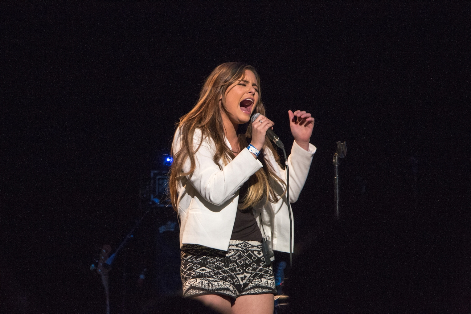Jacquie Lee Performing at Mix . Jingle Rock in Chandler