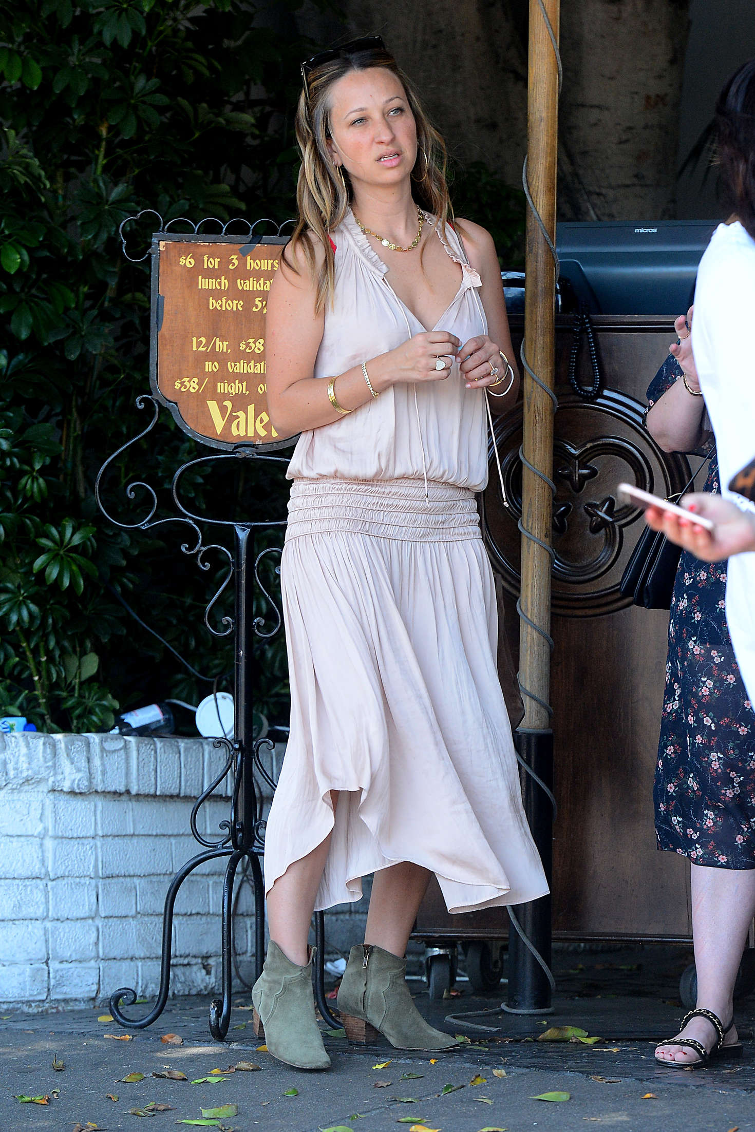 Jennifer Meyer Baby2Baby Lunch in Los Angeles