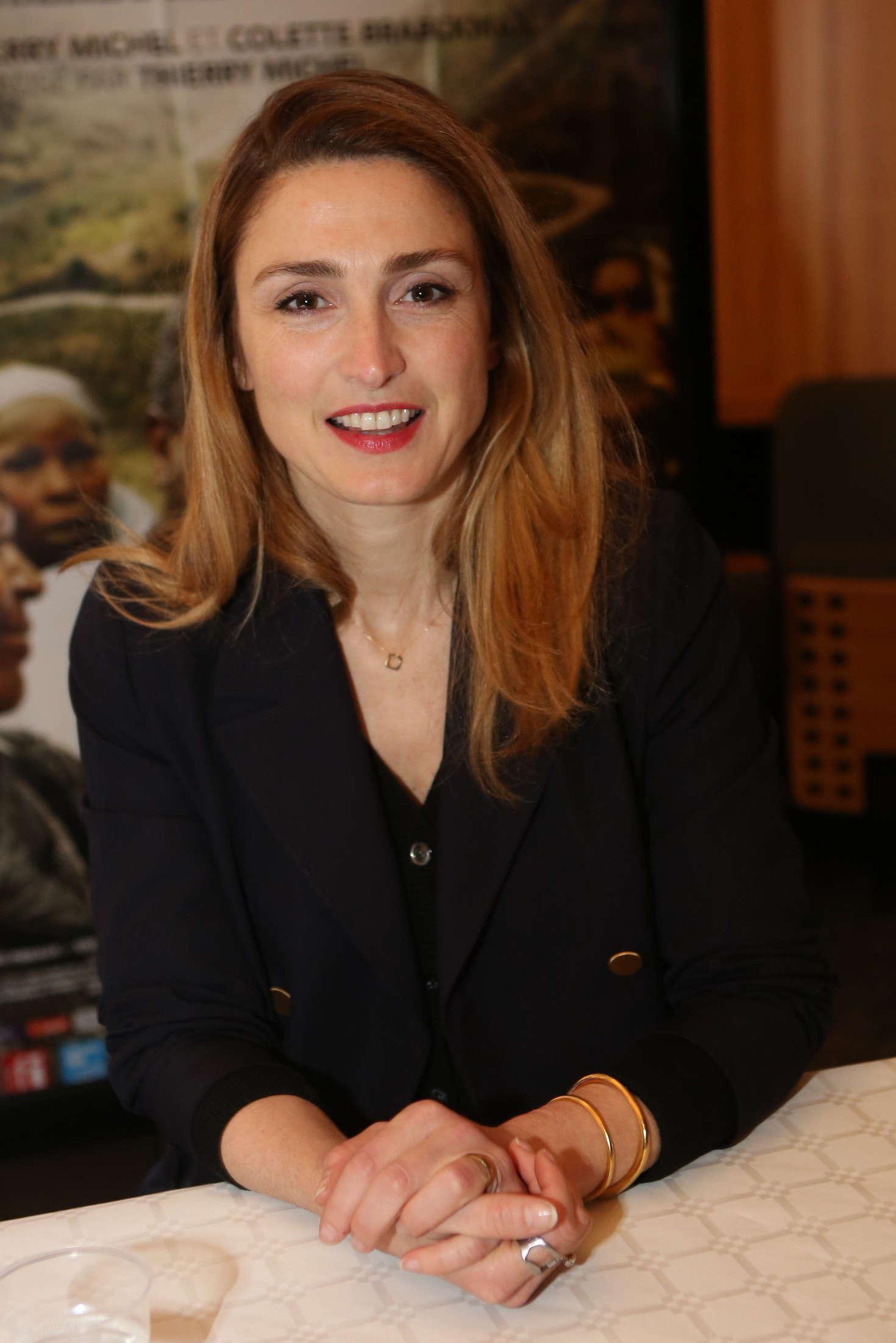 Julie Gayet Lhomme qui repare les femmes Screening in Marignane