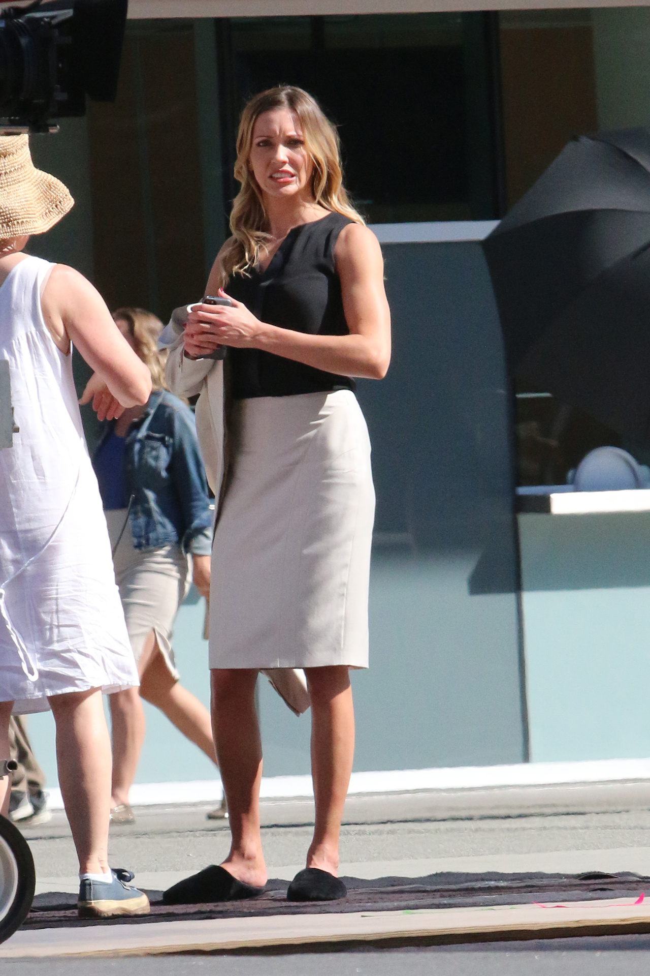 Katie Cassidy on set of the Arrow