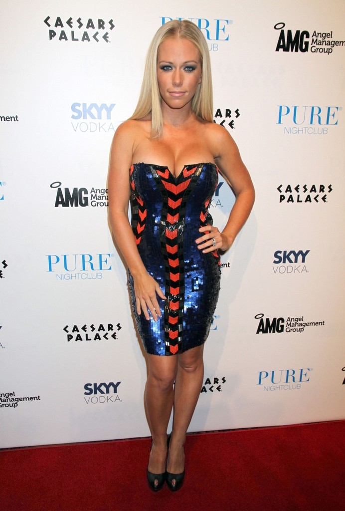 Kendra Wilkinson at Pure nightclub at Caesars Palace Hotel