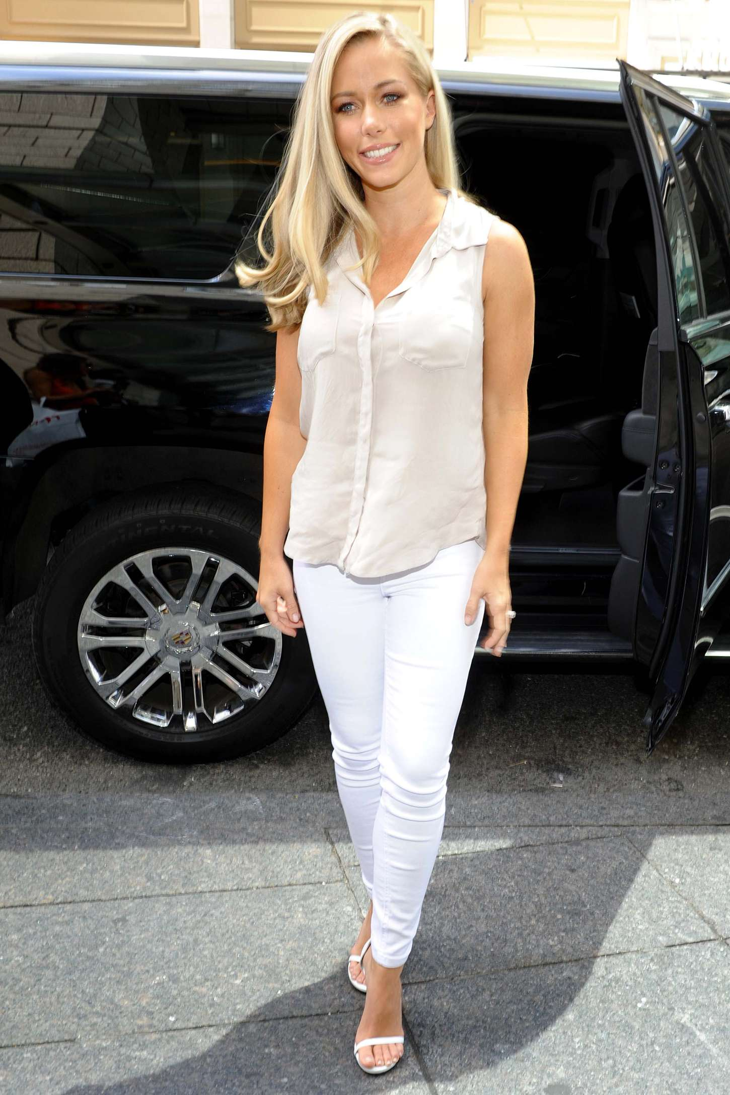 Kendra Wilkinson Promoting her TV Series Kendra on Top in New York