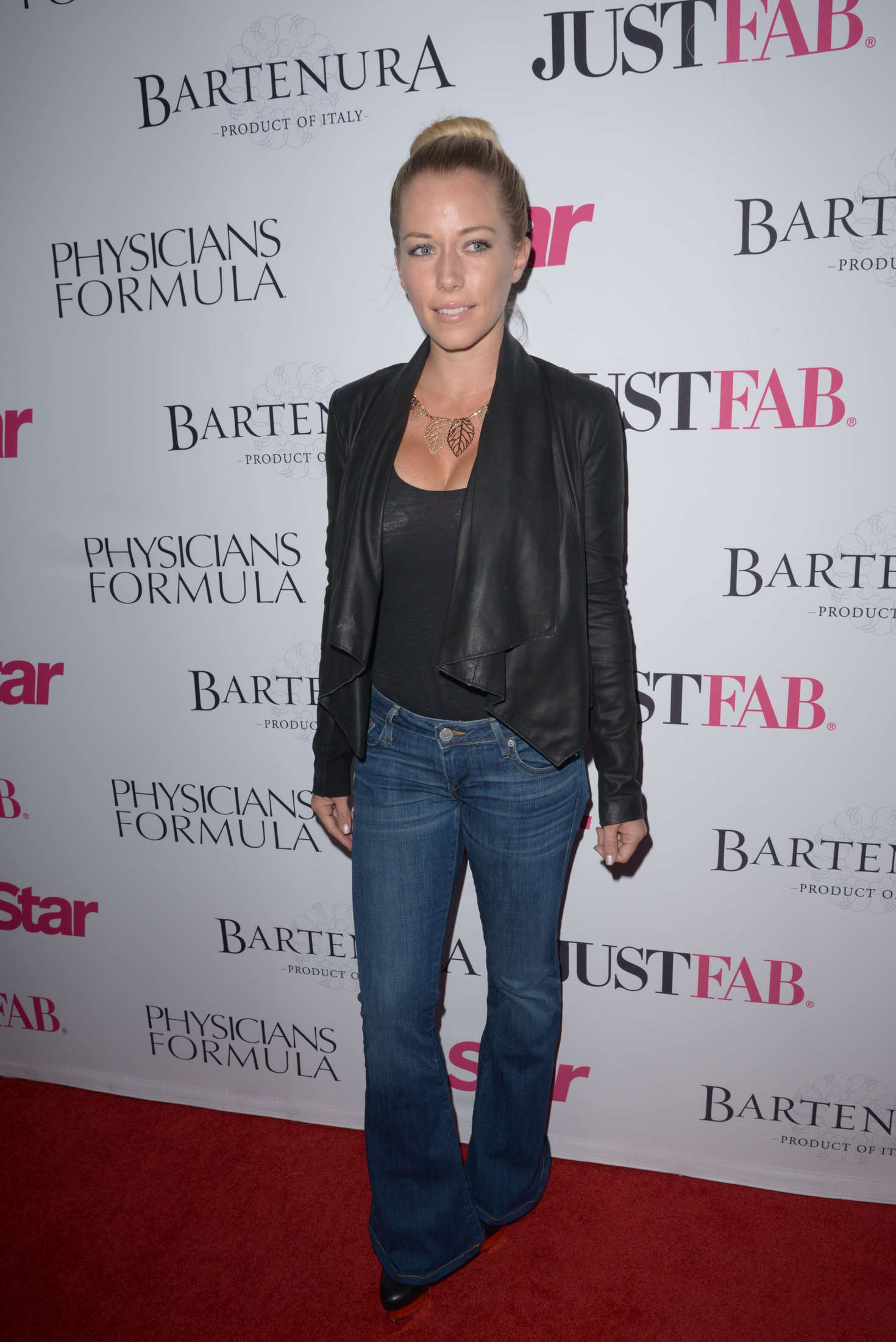 Kendra Wilkinson Star Magazines Hollywood Rocks Event in Hollywood