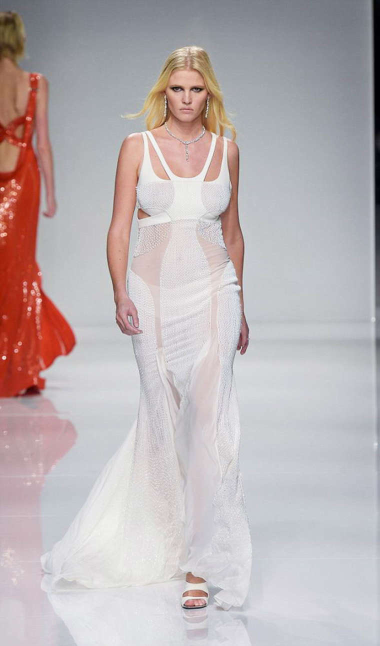 Lara Stone Versace Fashion Show in Paris