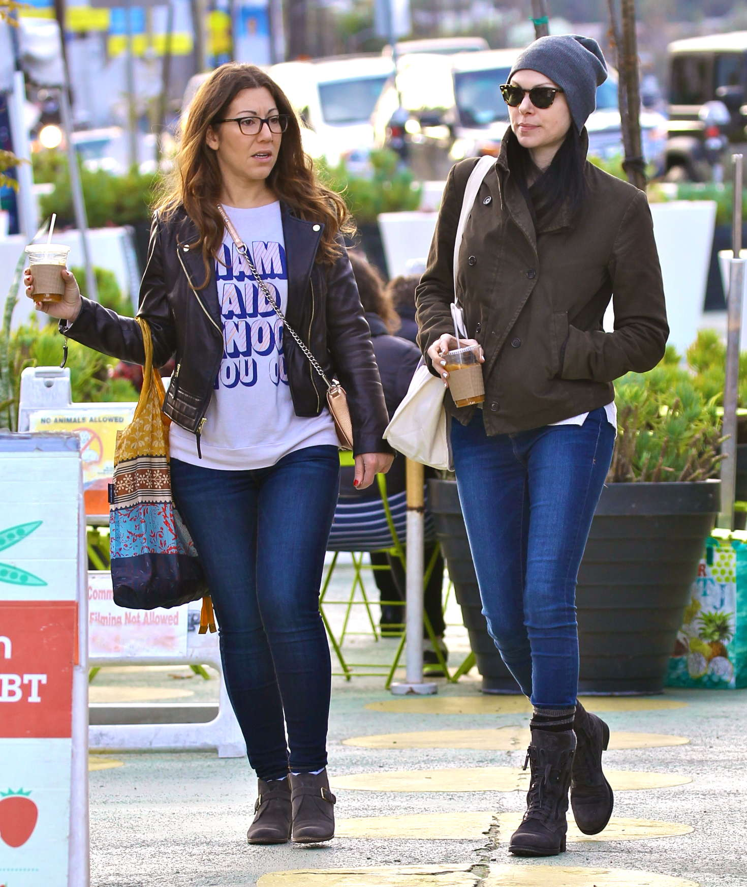 Laura Prepon Shopping at Farmers Market in Venice