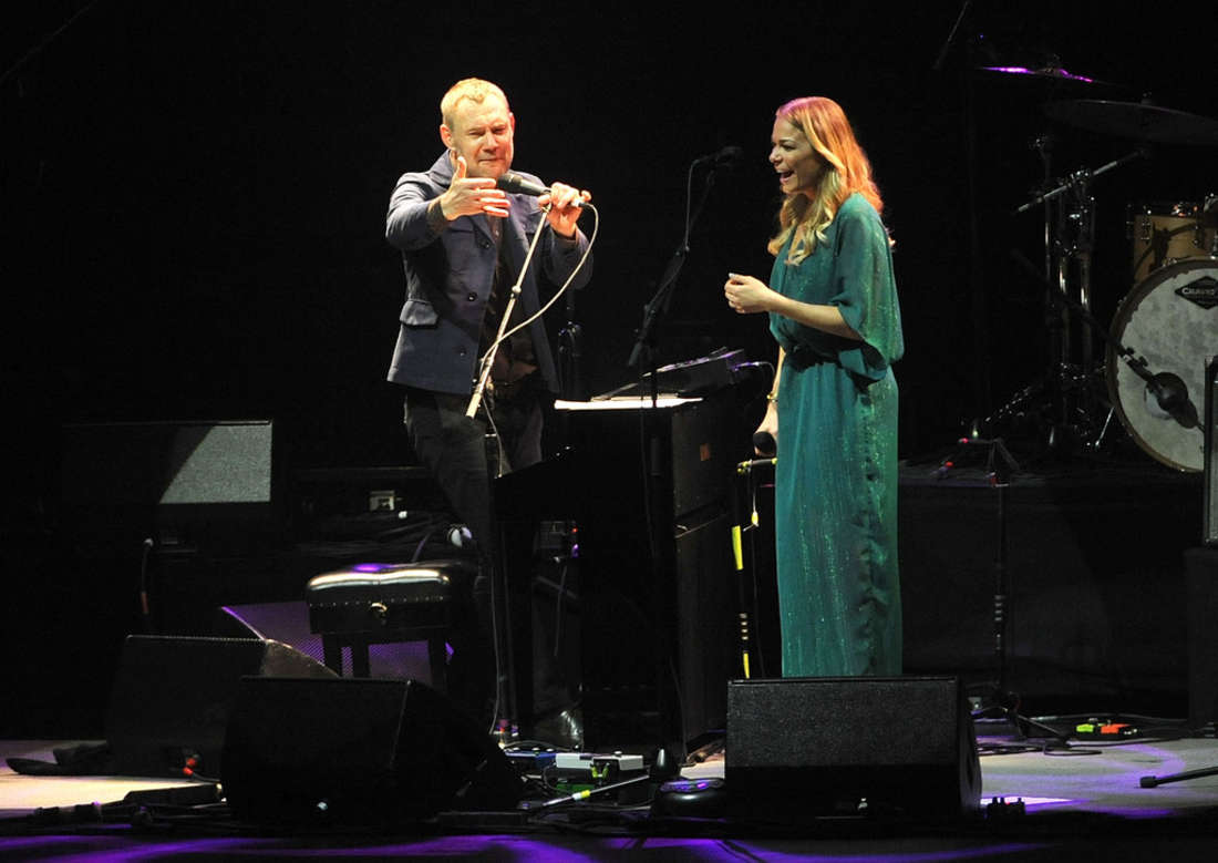 LeAnn Rimes David Gray in Concert at Radio City Music Hall in New York