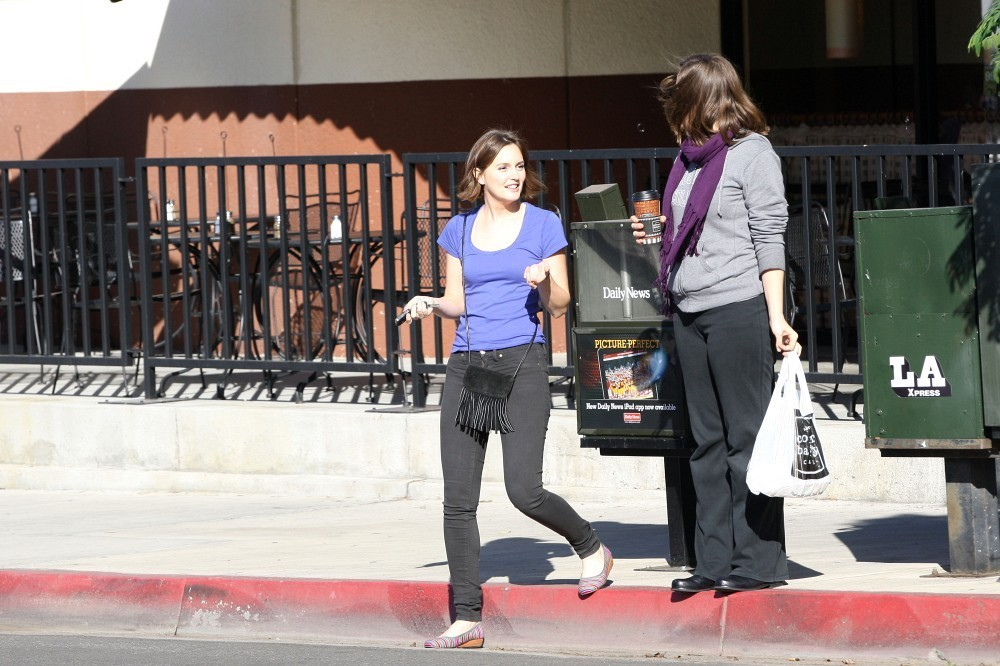 Leighton Meester at the Corner Bakery in Los Angeles