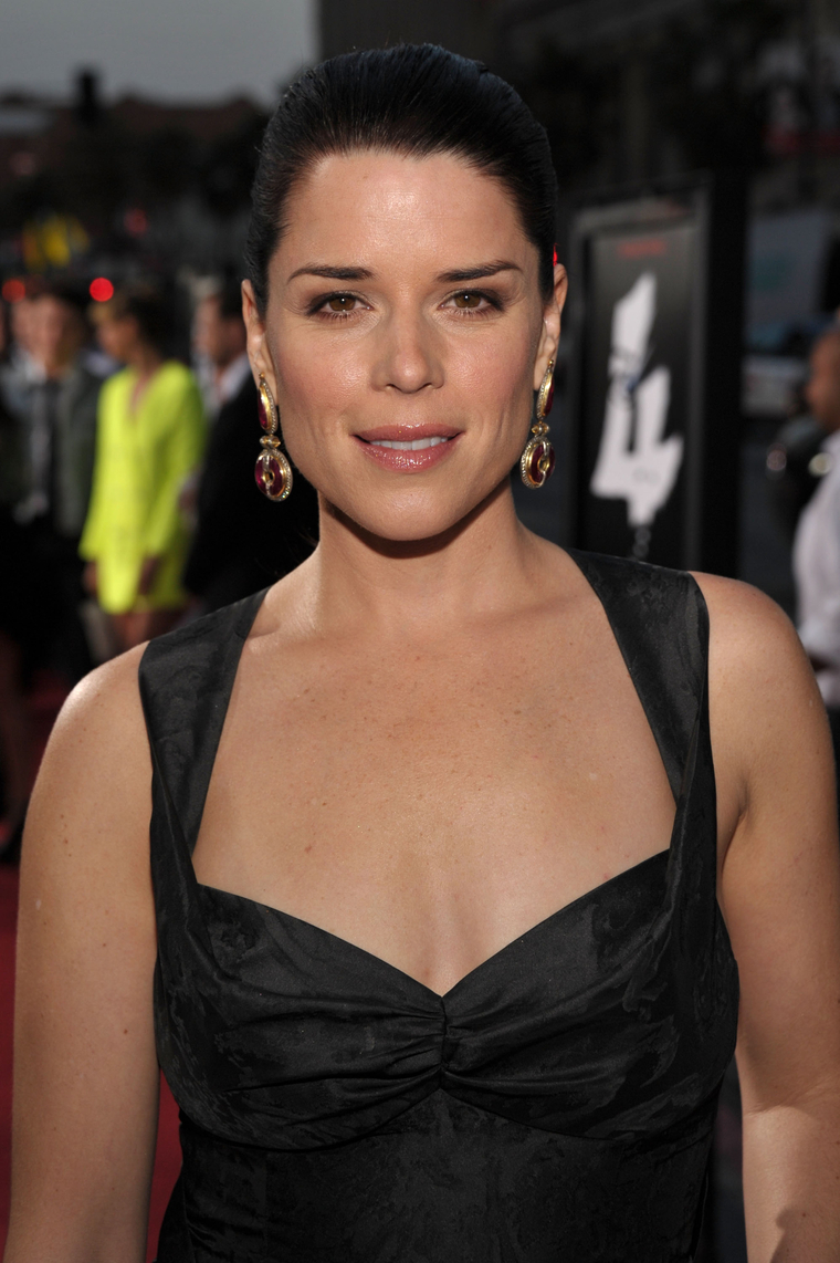 Neve Campbell Premiere Of Scream in Hollywood