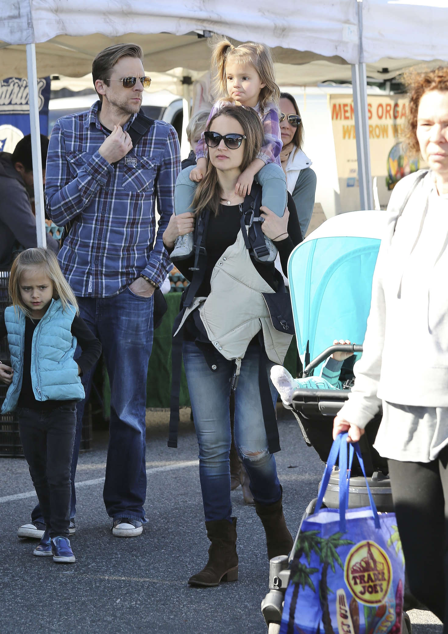Rachael Leigh Cook with her kids at a farmers market in Los Angeles