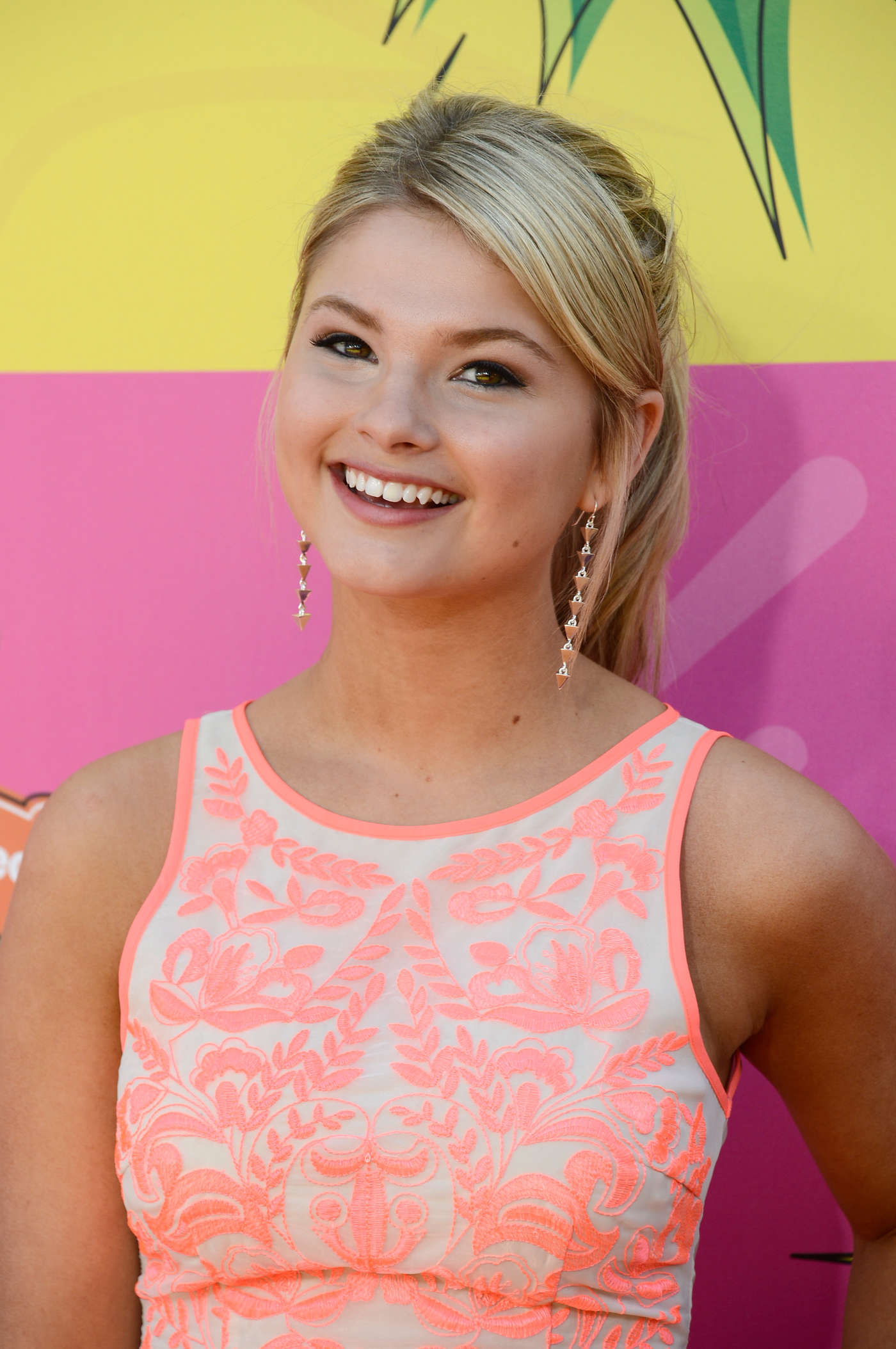 Stefanie Scott Annual Kids Choice Awards in Los Angeles