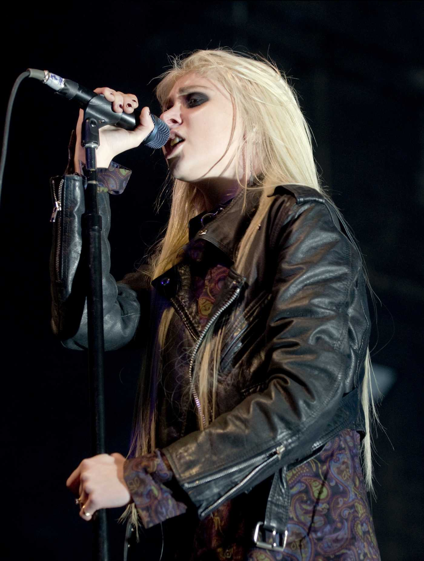 Taylor Momsen Performing on stage at O2 Academy in Glasgow