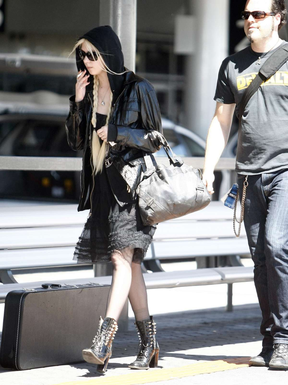 Taylor Momsen The Perth Airport