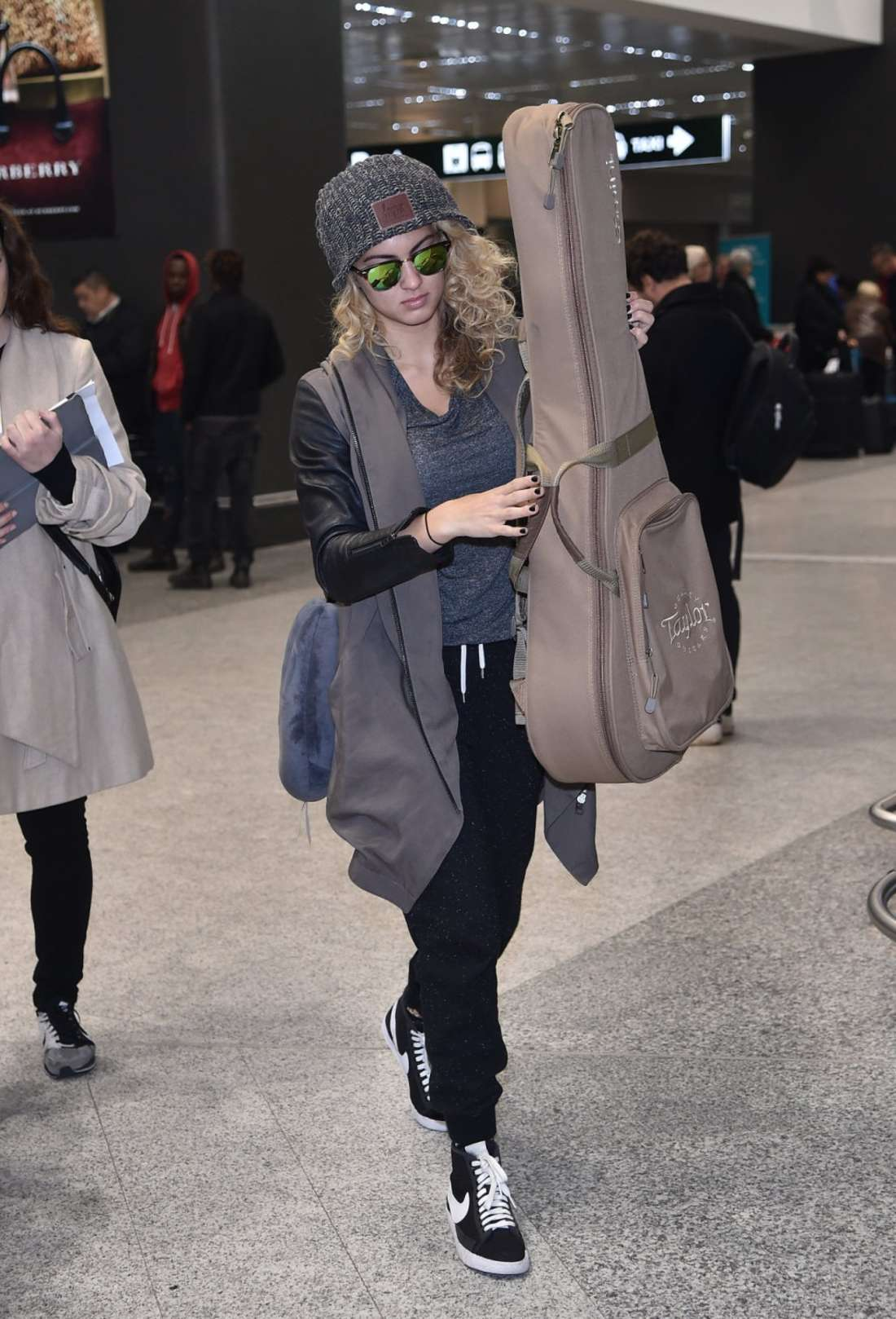 Tori Kelly Arriving at Malpensa Airport in Milan